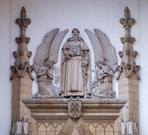 Nuno Álvares Pereira - Statue of Nuno Álvares Pereira atop the portal of Santo Condestável church, Lisbon