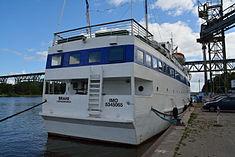 Schleswig-Holstein, Hochdonn, Fähranleger am N-O-Kanal; das Motorschiff Brahe lag dort als Hotelschiff für Wacken Open Air 2015 NIK 5419.jpg