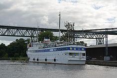 Schleswig-Holstein, Hochdonn, Fähranleger am N-O-Kanal; das Motorschiff Brahe lag dort als Hotelschiff für Wacken Open Air 2015 NIK 5421.jpg