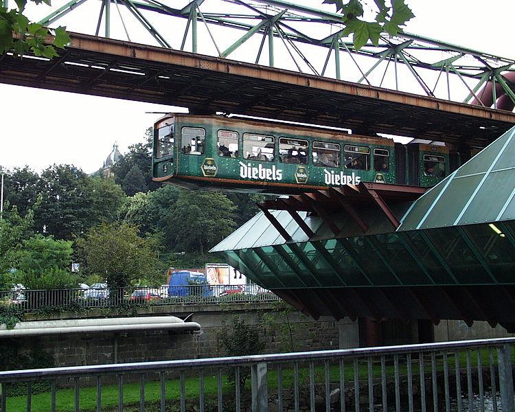 File:Schwebebahn Wuppertal mit Diebels Werbung 0116.jpg
