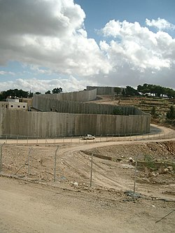 On parlera ici de mur plus que de cl ture il s pare - Europe cloture materiaux ...
