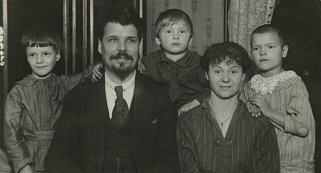 https://upload.wikimedia.org/wikipedia/commons/thumb/4/47/Sergei_Trufanov_and_his_family.jpg/640px-Sergei_Trufanov_and_his_family.jpg