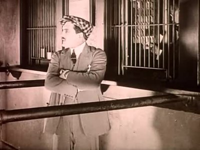 Файл:Seven Years of Bad Luck (1921).webm