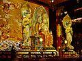 Singapore Buddha Tooth Relic Temple Innen Vordere Gebetshalle 19.jpg