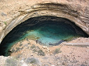 English: A sinkhole in Oman Deutsch: Eine Doli...