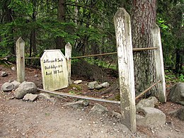 https://upload.wikimedia.org/wikipedia/commons/thumb/4/47/Soapy_Smith_grave_Skagway_2009.jpg/260px-Soapy_Smith_grave_Skagway_2009.jpg