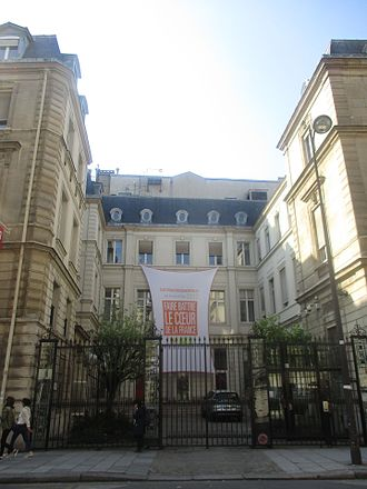 Socialist Party (France) - Rue de Solférino: seat of the Socialist Party, in Paris, which was sold to Apsys in December 2017 for 45.55 million euros.
