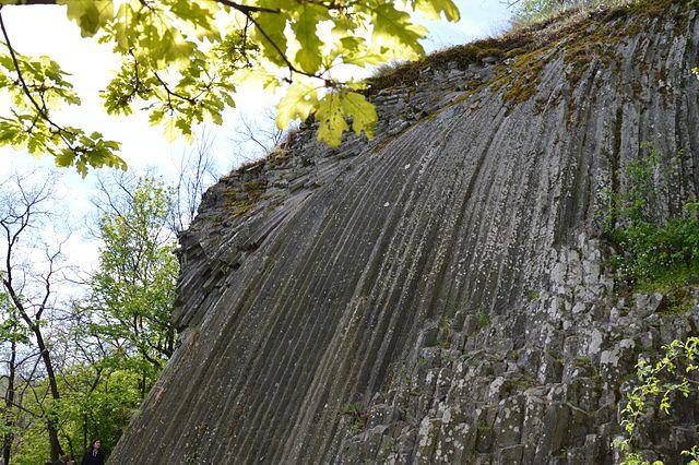 Kamenný vodopád v Šomoške vznikol koncom treťohôr asi pred 4 mil. rokov z lávy