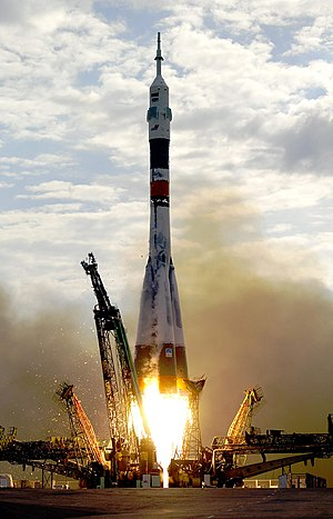 Soyuz TMA-2 launch