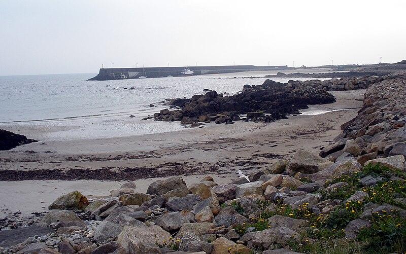 File:Spiddal Pier.jpg