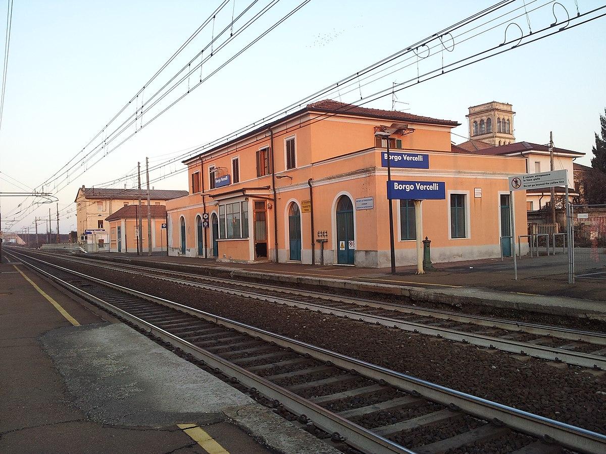 Language In 45 And 47 Stella Street: Borgo Vercelli Railway Halt