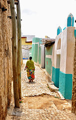 152px-Streets_of_Harar_%287904140448%29