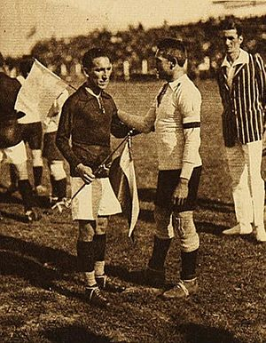 1926 South American Championship - The captains of Chile and Argentina, David Arellano and Luis Vaccaro on the fourth game day. The Chilean player ended up being the scorer of the championship.
