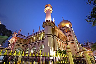 Religion in Singapore - The Sultan Mosque, built in 1826 in the Kampong Glam district, is the oldest and one of the largest mosque in Singapore.