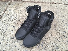 a881088130d A pair of Supra Skytop shoes
