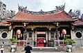 Taipeh Longshan-Tempel Erster Hof 2.jpg