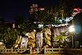 Taipeh Longshan-Tempel Erster Hof Wasserfall bei Nacht.jpg
