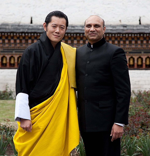 File:The Minister of State for Defence, Dr. M.M. Pallam Raju called on the King of Bhutan, His Majesty Jigme Khesar Namgyel Wangchuck, in Thimpu on April 25, 2011.jpg