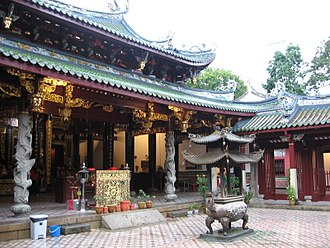 Thian Hock Keng - Courtyard and front of main temple