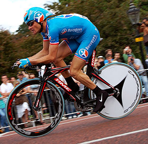 Direct Énergie (cycling team) - Thomas Voeckler time-trialing in the previous Bouygues Télécom uniform
