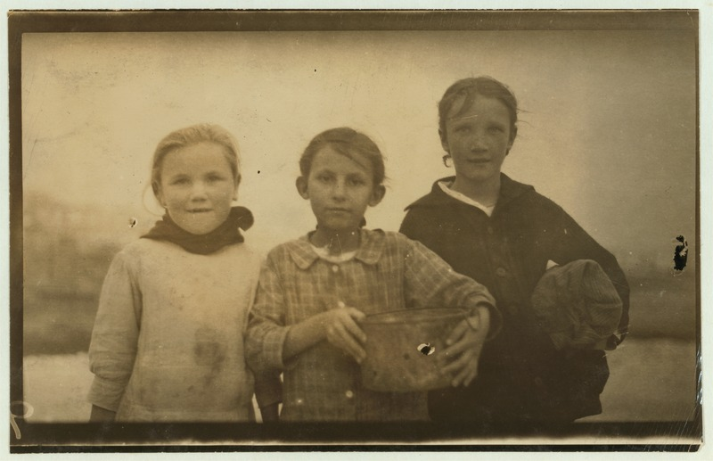 File:Three young oyster shuckers (1916-02-25).tiff
