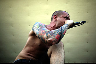 Throwdown (band) - Dave Peters performing at Warped Tour in 2007