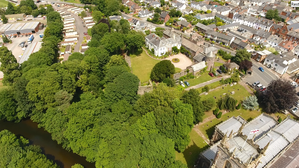 Tiverton Castle - Tiverton Castle, aerial photograph with River Exe and St Peter's parish church. Looking towards north-east