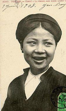 Oriental girl from den haag sucks in car - 4 2