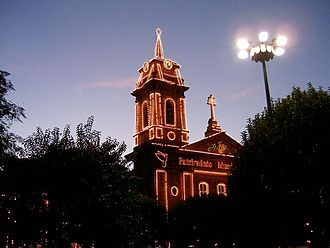 The church in the Toural square, lit to celebrate UNESCO heritage status Toural in Guimaraes by night.JPG