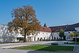 Traun Schloss Traun Hof-4043.jpg