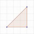 Triangle reticular amb punts.png