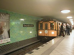 U-Bahn Berlin Train Type BII Gesundbrunnen.jpg