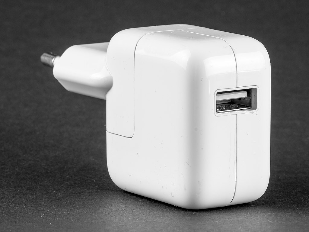 File:USB power adapter for Apple iPod, Model A1205, by ...