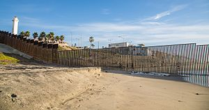 Border Field State Park - Image: United States Mexico Ocean Border Fence (15838118610)
