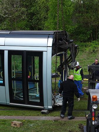 Valenciennes & Anzin - Déraillement de la rame de tramway n° 17 à la sortie du dépôt de Saint-Waast le 11 avril 2014 (039).JPG