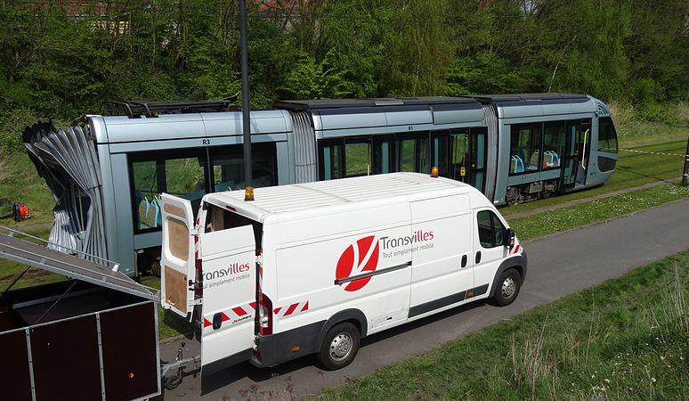 Valenciennes & Anzin - Déraillement de la rame de tramway n° 17 à la sortie du dépôt de Saint-Waast le 11 avril 2014 (042).JPG