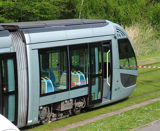 Valenciennes & Anzin - Déraillement de la rame de tramway n° 17 à la sortie du dépôt de Saint-Waast le 11 avril 2014 (044).JPG