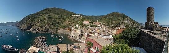 Panoramica di Vernazza dal castello Doria