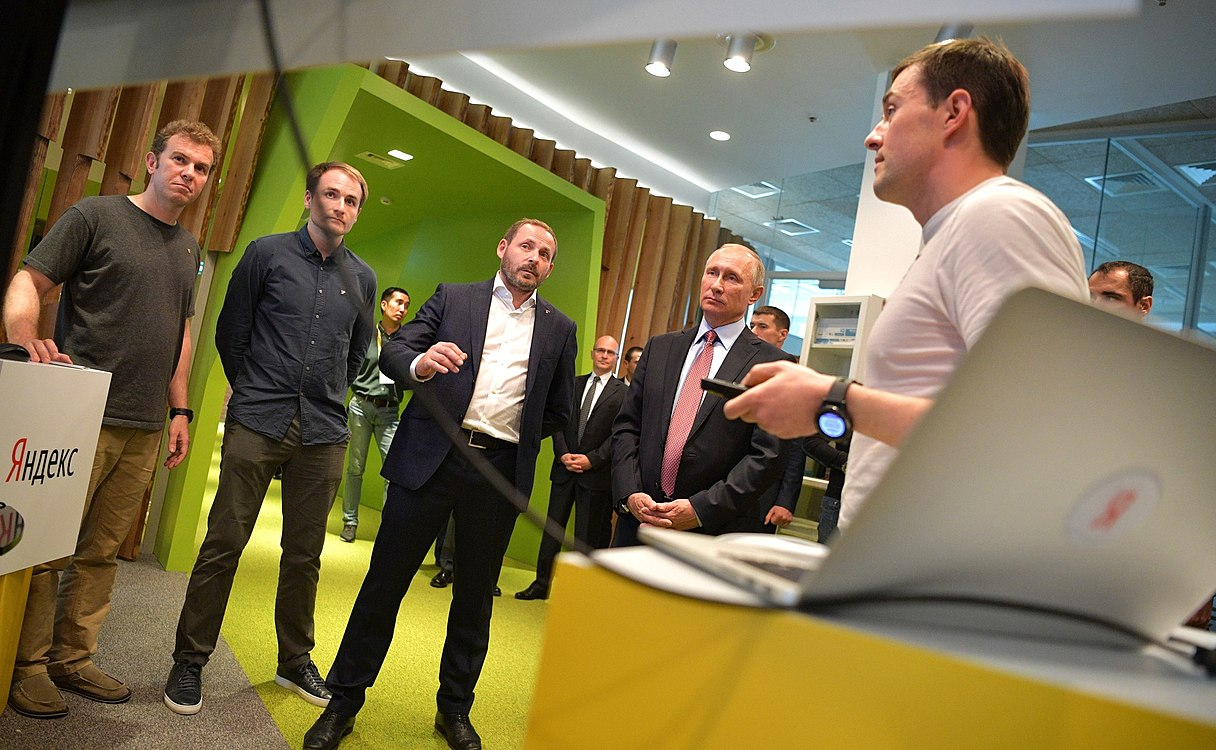 Vladimir Putin visited the Moscow office of Yandex (2017-09-21) 05.jpg