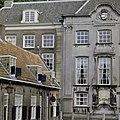 Voorgevel Fundatie van Renswoude met links de Beyerenkameren in de Lange Nieuwstraat - Utrecht - 20336914 - RCE.jpg