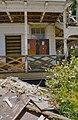 Voorgevel officierswoning op het fortcomplex, detail veranda met kunstwerk, tijdens restauratie - Paramaribo - 20377877 - RCE.jpg