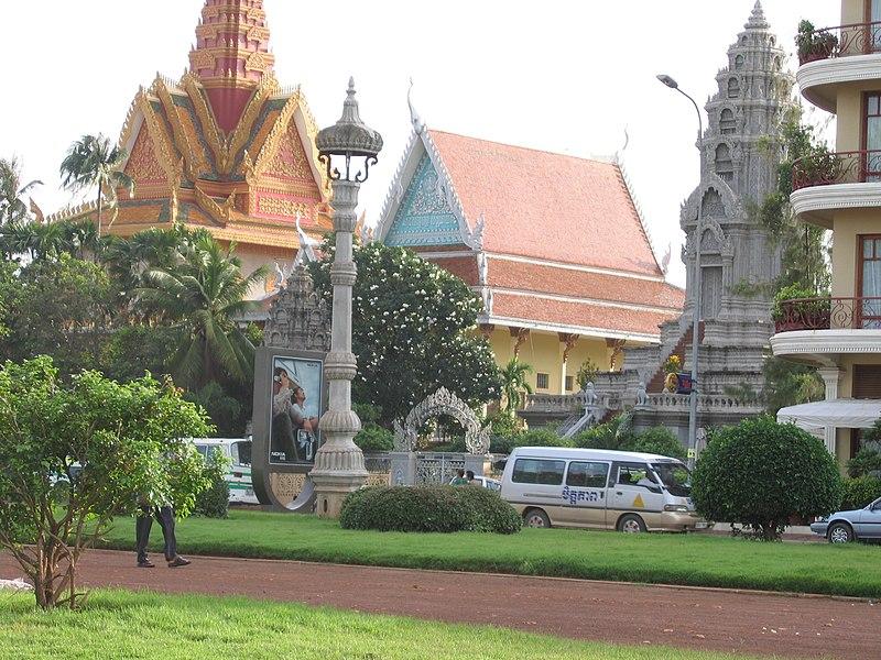 File:WatOunalom Phnom Penh 2005 1.JPG