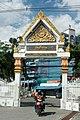 Wat Chao Am gate to street.jpg
