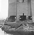 Watertoren van Dalfsen wordt opgeblazen zicht op de onderin de toren aangebrach, Bestanddeelnr 918-5618.jpg