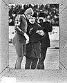 Wereldkampioenschappen schaatsen heren, Gothenburg Ard Schenk bekijkt tijden bi, Bestanddeelnr 924-2677.jpg