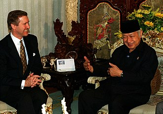 New Order (Indonesia) - Suharto with US Secretary of Defense William Cohen, 14 January 1998.