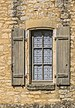 Window of a building in Beynac-et-Cazenac.jpg