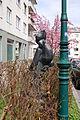 Wohnhausanlage Ottakringer Straße 217-221 - Plastik Mutter und Kind III.JPG