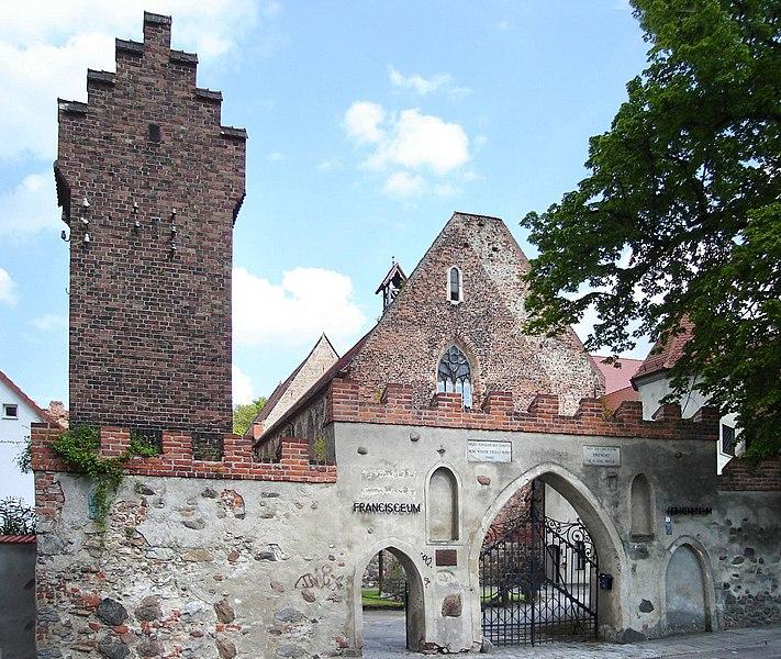 File:Zerbst Francisceum Eingang.jpg