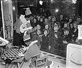 Zwarte Piet bij V. & D. in Amsterdam, Bestanddeelnr 905-4195.jpg